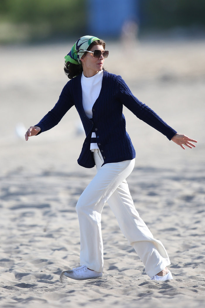 H Κέιτι Χολμς «στον Σκορπιό» ως Τζάκι Κένεντι 50 χρόνια μετά [Εικόνες] - εικόνα 15