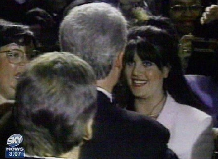 «Μπιλ και Μόνικα ερωτοτροπούσαν και στο οβάλ γραφείο»