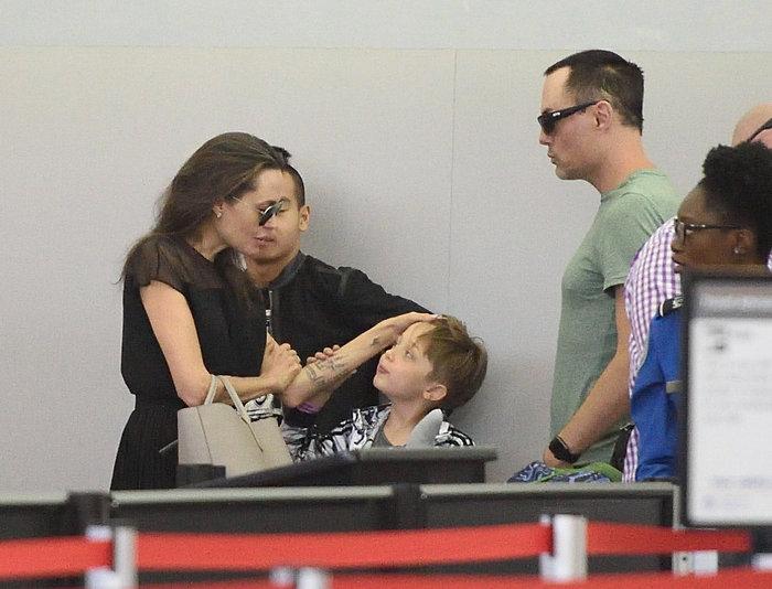 Η σπάνια τρυφερή στιγμή της Τζολί με τον 7χρονο γιο της [Εικόνες] - εικόνα 4