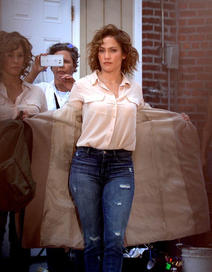 Επάγγελμα σωσίας: Η Τζένιφερ Λόπεζ επί τω έργω δίπλα στον... εαυτό της - εικόνα 2