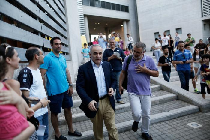 Με ποιον έπαιξε σκάκι στη Θεσσαλονίκη ο Γκάρι Κασπάροφ;