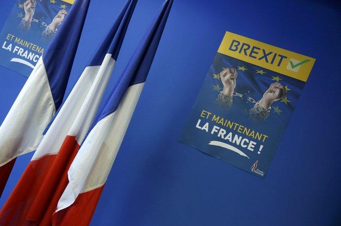 «Πάρτι» ευρωσκεπτικιστών & ακροδεξιών για το Brexit