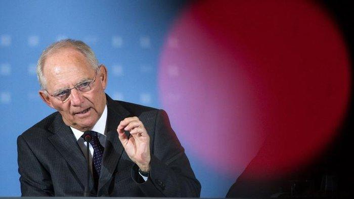 «Υπάρχει ξεκάθαρη ευρωπαϊκή διαδικασία για έξοδο από την ΕΕ και αυτό θα πρέπει να εφαρμοστεί στην περίπτωση της Βρετανίας» δήλωσε ο υπουργός Οικονομικών της Γερμανίας Βόλφγκανγκ Σόιμπλε, μετά την ανακοίνωση του αποτελέσματος του βρετανικού δημοψηφίσματος