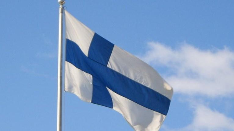 finlandia-mazeuoun-upografes-gia-dimopsifisma-opws-tis-bretanias