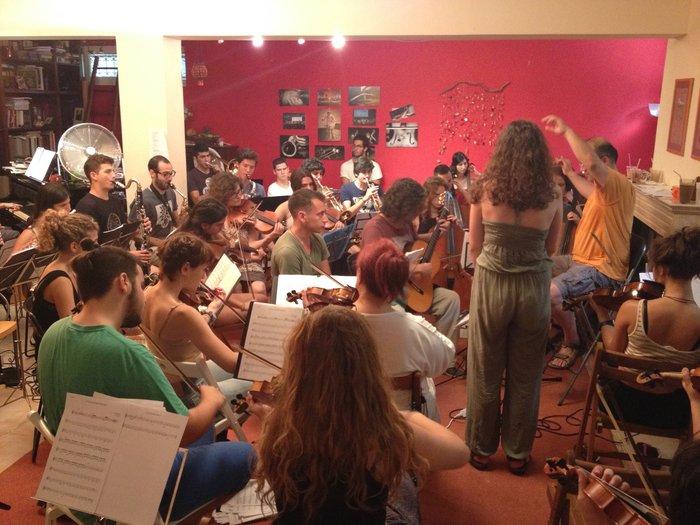 Η Έλλη Πασπαλά σε μια ευτυχισμένη συνεργασία με την Youth Orchestra