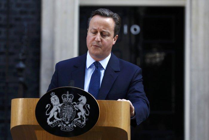 «Η βρετανική κυβέρνηση δεν θα ενεργοποιήσει το άρθρο 50 σε αυτή τη φάση. Είναι κυριαρχικό μας δικαίωμα να αποφασίσουμε το πότε. Θα το αποφασίσει η Βρετανία και μόνο η Βρετανία» είπε ο βρετανός πρωθυπουργός Ντέιβιντ Κάμερον