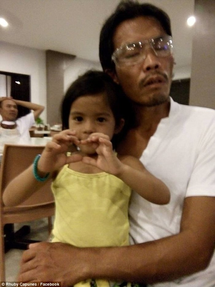 Πεντάχρονο κορίτσι οδηγεί τον τυφλό πατέρα του στη δουλειά - εικόνα 3