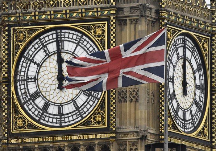 Σύμφωνα με το πρώτο σενάριο, το βρετανικό κοινοβούλιο θα μπορούσε να επιλέξει να μην ενεργοποιήσει το Άρθρο 50