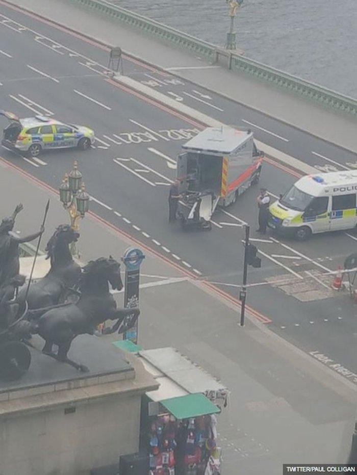 Συναγερμός στο Λονδίνο από ύποπτο όχημα κόντα στη Βουλή - εικόνα 2