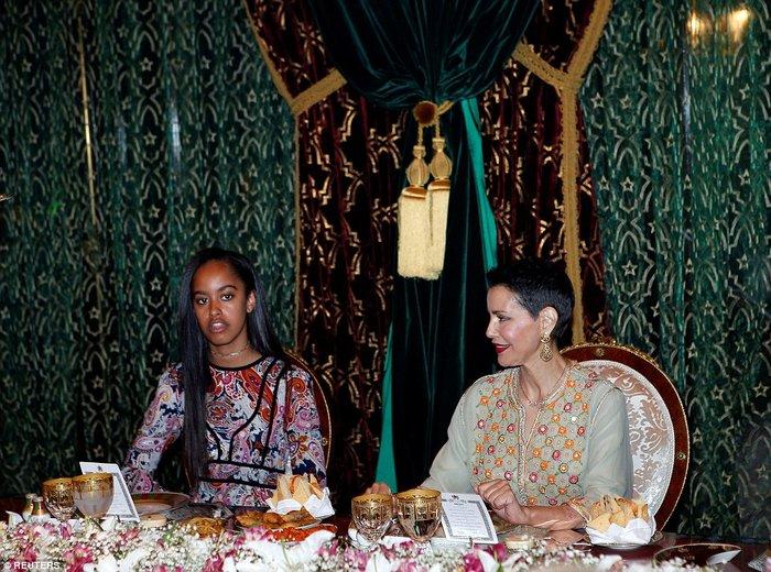 Βασιλικό δείπνο για την Μισέλ και τις κόρες της στο Παλάτι του Μαρακές - εικόνα 5