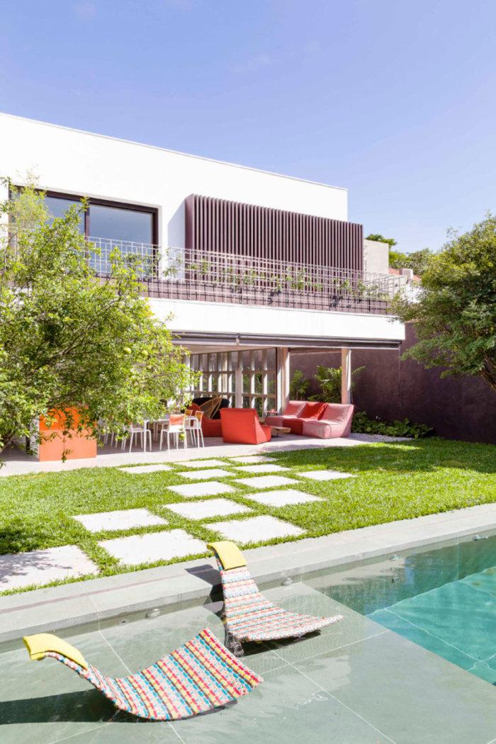 Η πισίνα του σπιτιού