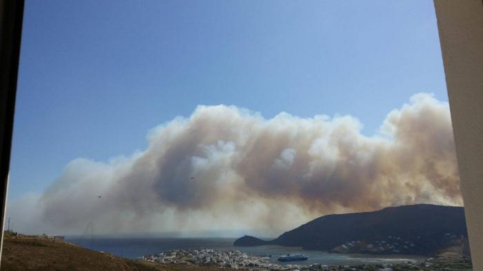 Σε εξέλιξη φωτιά στην Άνδρο, στην περιοχή του Φελλού-Δείτε φωτο