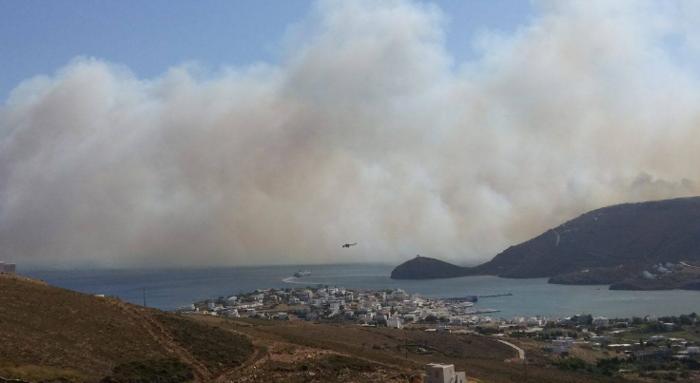 Σε εξέλιξη φωτιά στην Άνδρο, στην περιοχή του Φελλού-Δείτε φωτο - εικόνα 4