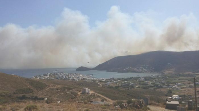 Σε εξέλιξη φωτιά στην Άνδρο, στην περιοχή του Φελλού-Δείτε φωτο - εικόνα 5
