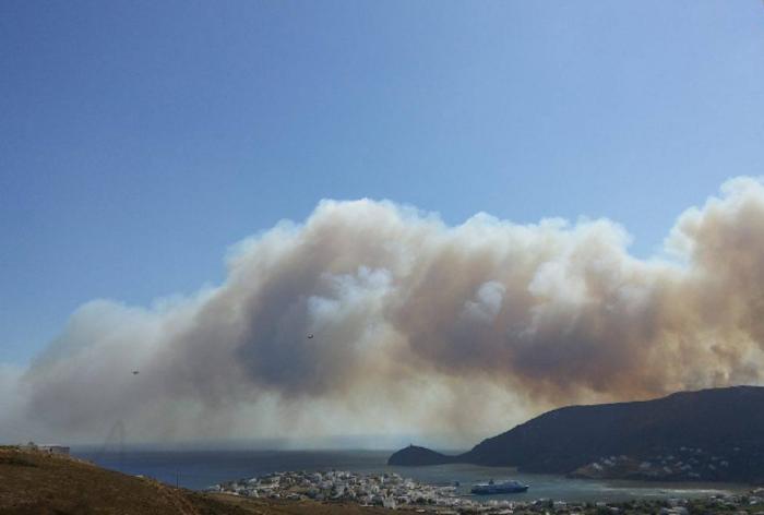 Σε εξέλιξη φωτιά στην Άνδρο, στην περιοχή του Φελλού-Δείτε φωτο - εικόνα 7