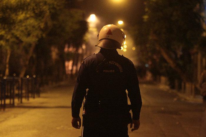 Μάχες τη νύχτα στα Εξάρχεια,τραυματίες  3 αστυνομικοί
