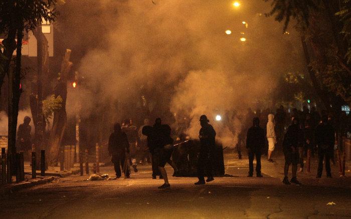 Μάχες τη νύχτα στα Εξάρχεια,τραυματίες  3 αστυνομικοί - εικόνα 2