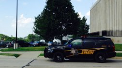 Kρατούμενος σκότωσε δύο δικαστικούς επιμελητές σε δικαστήριο στο Μίσιγκαν