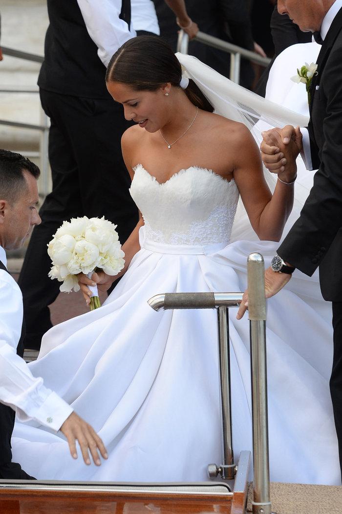 «Πριγκίπισσα» η Ιβάνοβιτς στον θρησκευτικό της γάμο στη Βενετία