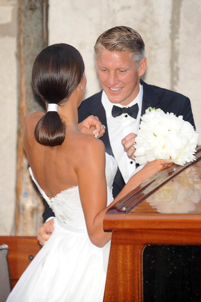 «Πριγκίπισσα» η Ιβάνοβιτς στον θρησκευτικό της γάμο στη Βενετία - εικόνα 2