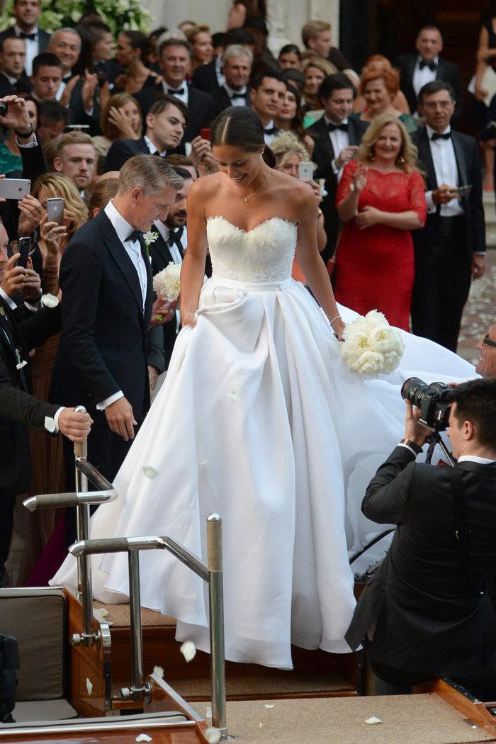 «Πριγκίπισσα» η Ιβάνοβιτς στον θρησκευτικό της γάμο στη Βενετία - εικόνα 8