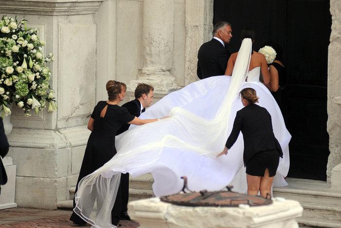 «Πριγκίπισσα» η Ιβάνοβιτς στον θρησκευτικό της γάμο στη Βενετία - εικόνα 4