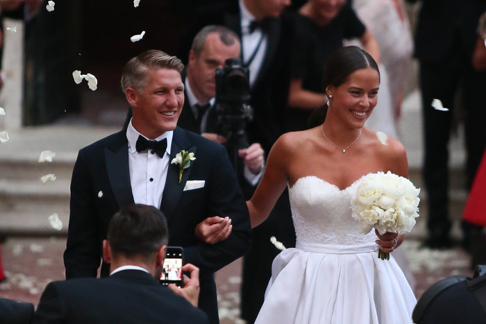 «Πριγκίπισσα» η Ιβάνοβιτς στον θρησκευτικό της γάμο στη Βενετία - εικόνα 6