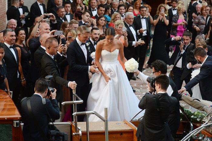 «Πριγκίπισσα» η Ιβάνοβιτς στον θρησκευτικό της γάμο στη Βενετία - εικόνα 7