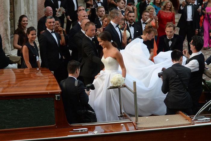 «Πριγκίπισσα» η Ιβάνοβιτς στον θρησκευτικό της γάμο στη Βενετία - εικόνα 9