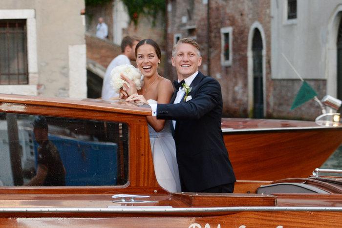 «Πριγκίπισσα» η Ιβάνοβιτς στον θρησκευτικό της γάμο στη Βενετία - εικόνα 11