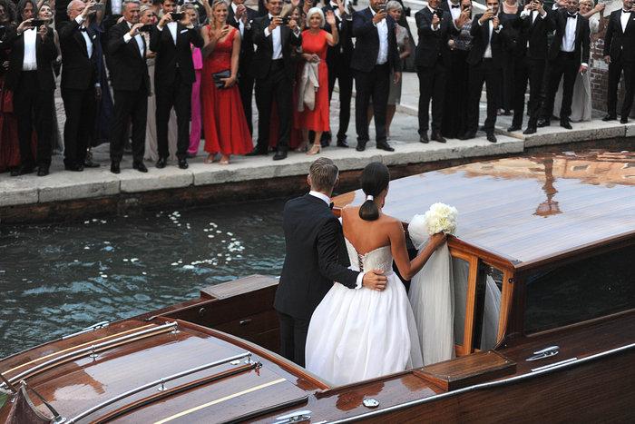 «Πριγκίπισσα» η Ιβάνοβιτς στον θρησκευτικό της γάμο στη Βενετία - εικόνα 13