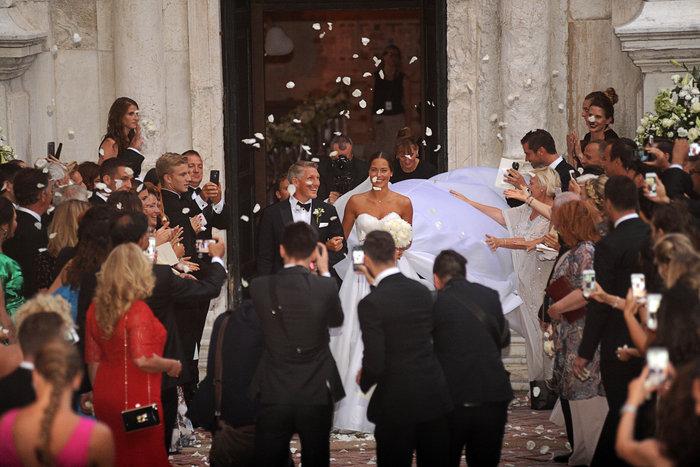 «Πριγκίπισσα» η Ιβάνοβιτς στον θρησκευτικό της γάμο στη Βενετία - εικόνα 15