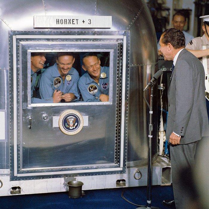 Ο Νίξον υποδέχεται τους αστροναύτες