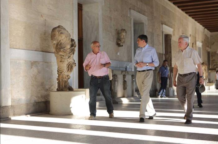 Ο αμερικανός πρέσβης ξενάγησε τον Λιου στην Αρχαία Αγορα - εικόνα 2