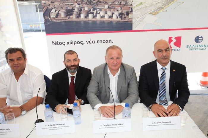 Από αριστερά, ο Ανώτερος Διευθυντής Διεθνούς Εμπορίας Κώστας Μαδεμλής, ο Γενικός Διευθυντής Εγχώριας & Διεθνούς Εμπορίας Ρομπέρτο Καραχάννας, ο Διευθύνων Σύμβουλος της ΕΛΛΗΝΙΚΑ ΠΕΤΡΕΛΑΙΑ Α.Ε.Γρηγόρης Στεργιούλης και ο Διευθύνων Σύμβουλος της ΕΛΛΗΝΙΚΑ ΠΕΤΡΕΛΑΙΑ Κύπρου Λτδ Γιώργος Γρηγοράς