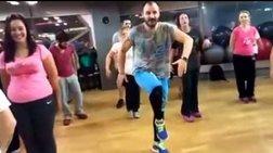 Αερόμπικ με γαρύφαλλα & Greek μπουζούκι σε γυμναστήριο:απίστευτο video