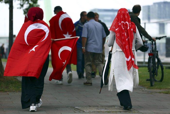 Επι ποδός πολέμου η Κολωνία, φόβοι για ταραχές με Τούρκους