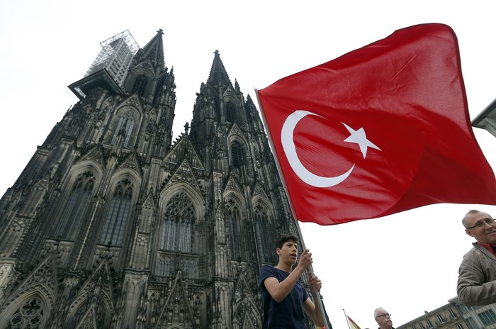 Επι ποδός πολέμου η Κολωνία, φόβοι για ταραχές με Τούρκους - εικόνα 2