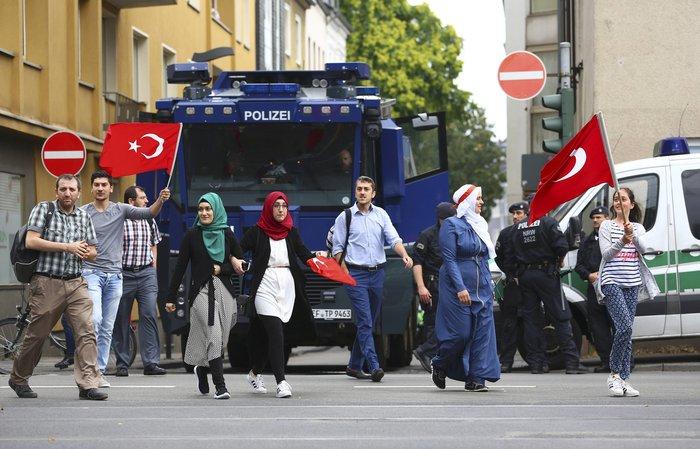 Επι ποδός πολέμου η Κολωνία, φόβοι για ταραχές με Τούρκους - εικόνα 6