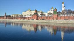 Μπουλντόζες μπήκαν στο Κρεμλίνο και κατεδαφίζουν κτίρια - video από drone-