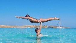 Ελληνίδα παρουσιάστρια ποζάρει αλά Dirty Dancing με φόντο τα Κουφονήσια