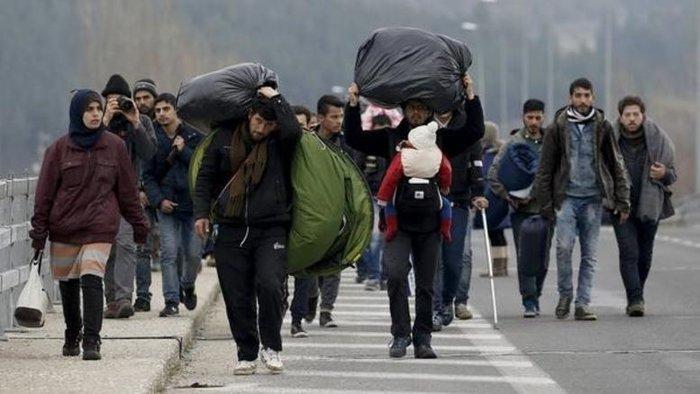 Πρόσφυγες οι οποίοι φθάνουν στην Ευρώπη ή δεν μπορούν να απορριφθούν για ανθρωπιστικούς λόγους, «θα πρέπει να συγκεντρώνονται σε κέντρα υποδοχής κοντά στα σύνορα, να καταγράφονται και να κατανέμονται βάσει ποσόστωσης στα κράτη-μέλη», επισημαίνεται στο έγγραφο