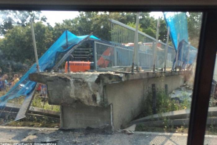 Κατέρρευσε γέφυρα σε αυτοκινητόδρομο της Βρετανίας - εικόνα 3