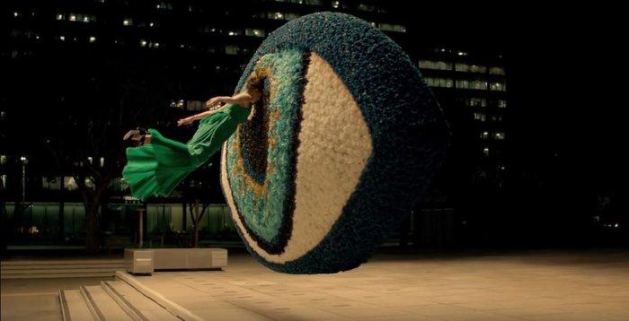 Η «παρανοϊκή» και «διαβολική» διαφήμιση του Kenzo που έγινε viral - εικόνα 4