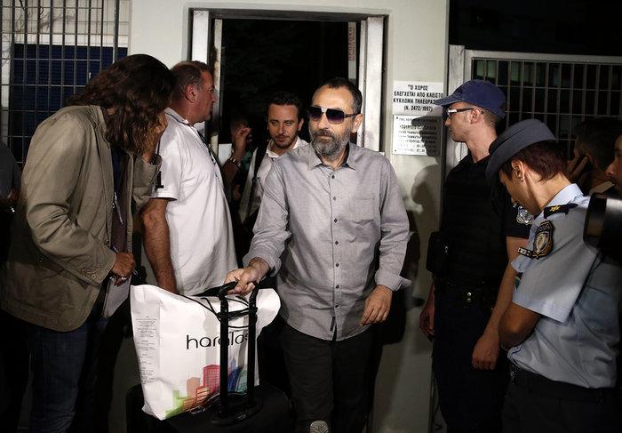 Ο επιχειρηματίας Βλαδίμηρος Καλογρίτσας εξέρχεται από το κτίριο της ΓΓΕΕ