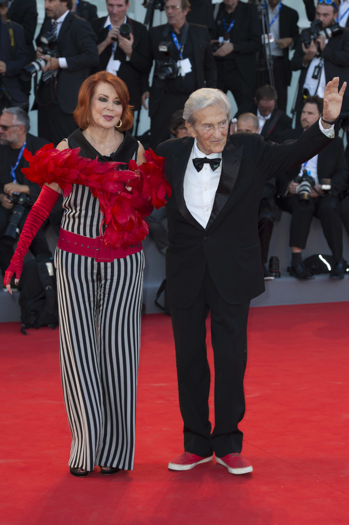Oι εκθαμβωτικές εμφανίσεις των σταρ στο κόκκινο χαλί του Φεστιβάλ Βενετίας - εικόνα 25