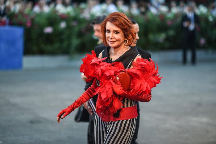Oι εκθαμβωτικές εμφανίσεις των σταρ στο κόκκινο χαλί του Φεστιβάλ Βενετίας - εικόνα 26