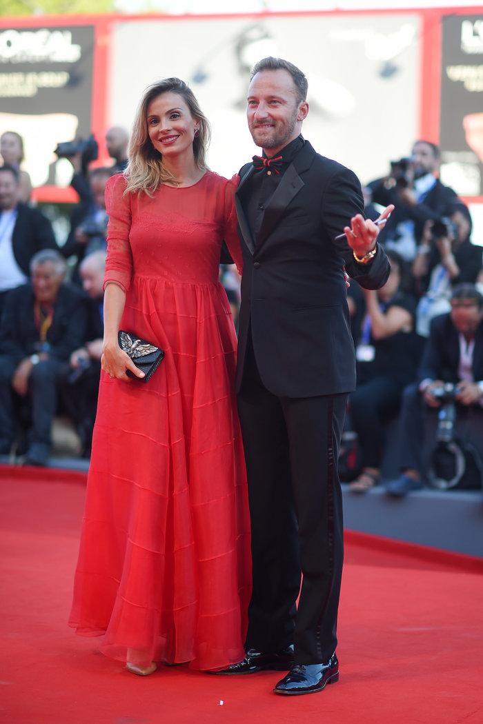 Oι εκθαμβωτικές εμφανίσεις των σταρ στο κόκκινο χαλί του Φεστιβάλ Βενετίας - εικόνα 27