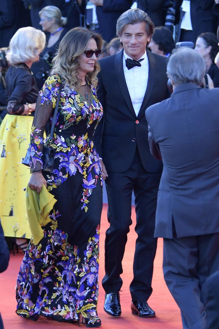 Oι εκθαμβωτικές εμφανίσεις των σταρ στο κόκκινο χαλί του Φεστιβάλ Βενετίας - εικόνα 33