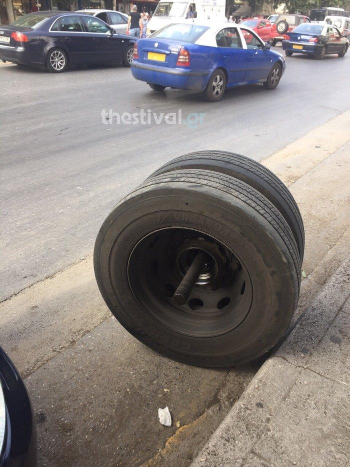 Εφυγε τροχός από λεωφορείο και τραυμάτισε πεζο! - εικόνα 2
